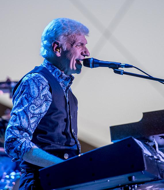Dennis DeYoung sings to crowd at DLVEC