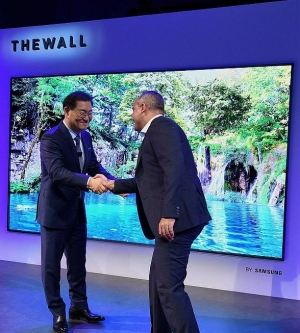"""Samsung's 2018 First Look at 146-Inch MicroLED Consumer Modular TV, """"The Wall"""" at Enclave Las Vegas"""