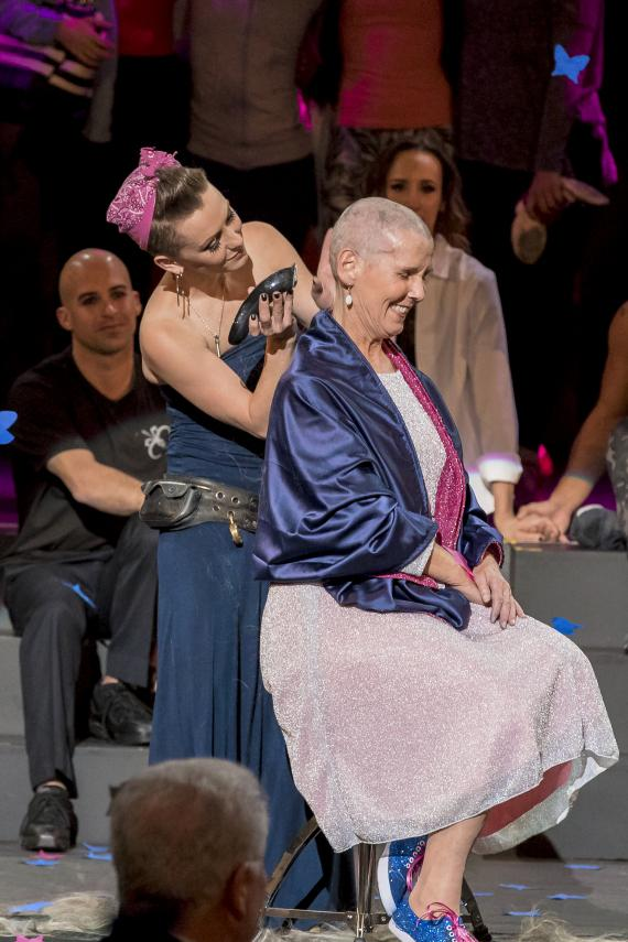 Erica Linz shaves the head of her Mother Mary Mike Linz