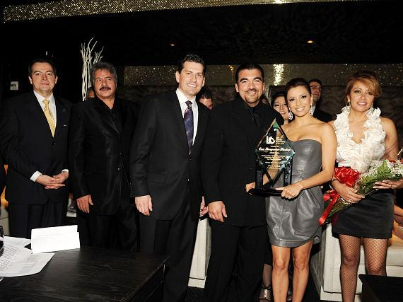 """Eva Longoria Parker is presented """"Premio de Oro - Distinguished Business Leadership"""" award from members of the Latin Chamber of Commerce at the 35th Installation Gala hosted at Eve Nightclub"""