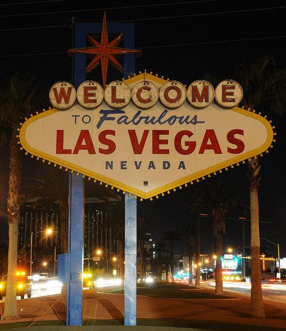 Welcome to Las Vegas sign with lights turned out