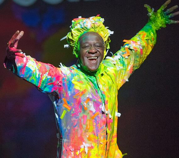 "Flavor Flav performs with Blue Man Group at Criss Angel ""HELP"""