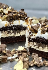 "Eat What You Want (Cake) at Freed's Bakery on ""National Eat What You Want Day"" – Freed's to Offer Over-the-Top, Exclusive Dessert on May 11"