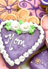 "Celebrate ""Mommy and Me"" Time this Mother's Day at Freed's Bakery"