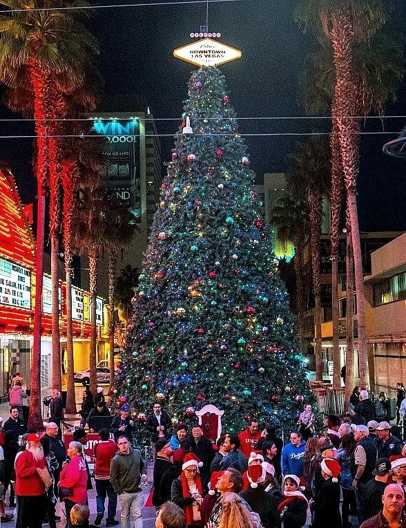 Las Vegas Christmas.Fremont Street Experience Celebrates The Holiday Season With