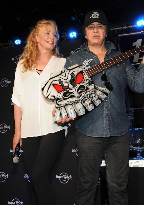 Shannon Tweed and Gene Simmons getting ready to give away guitar