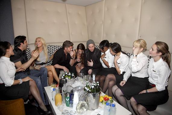 Giles, Gretchen, Slade, Roxy, Olin and her husband, and the cast of CW's Fly Girls