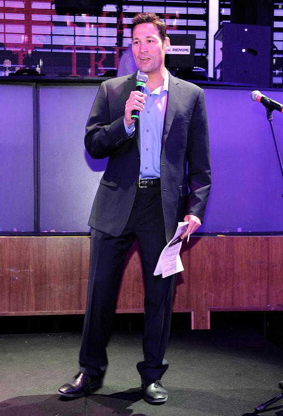 FOX 5 news anchor, Jason Feinberg, emceeing The Shade Tree's Girls Night Out