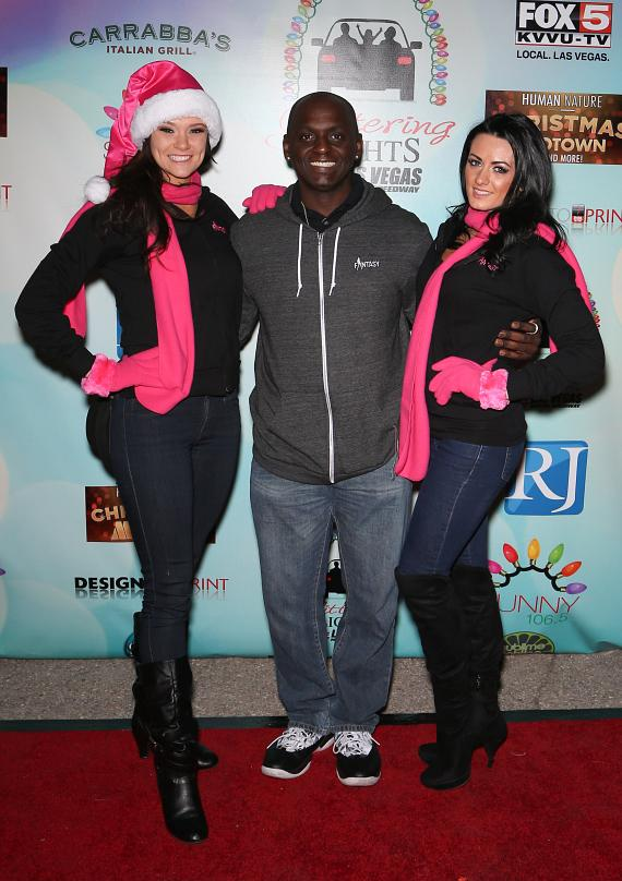 Comedian Sean E. Cooper  with ladies of FANTASY