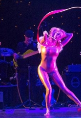 """Golden Rainbow To Present Broadway's Hit """"Chicago"""" for Ribbon of Life on June 24"""
