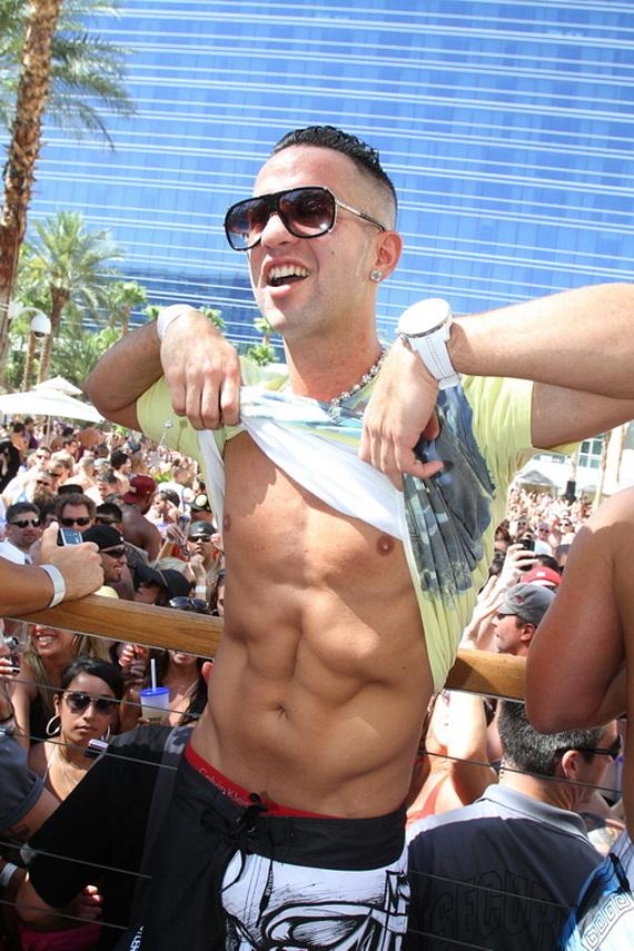 "Mike ""The Situation"" Sorrentino shows abs at REHAB"