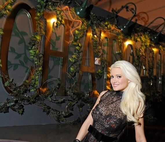 Nick Cannon and Holly Madison Host Grand Opening of Chateau Gardens