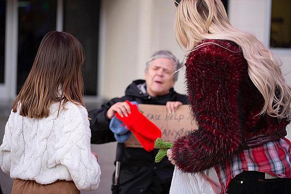 Murray and friend hand out free mittens to the homeless