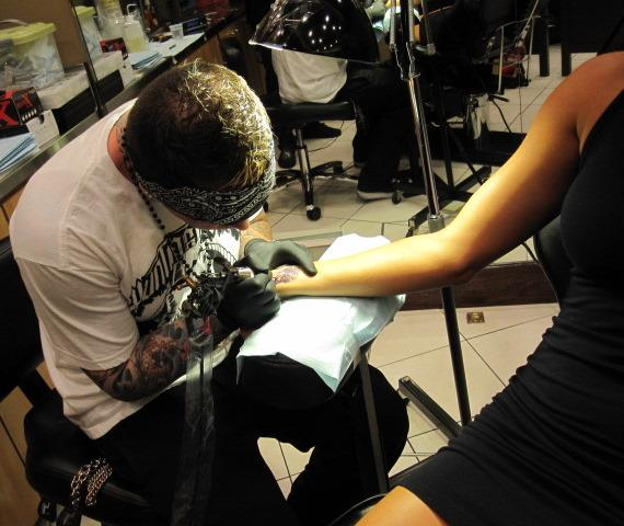Hulk Hogan and his girlfriend Jennifer got tattoos at Huntington Ink