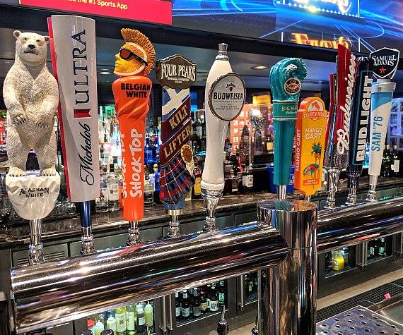 Golden Circlefeatures 20 beers on tap plus a full bar