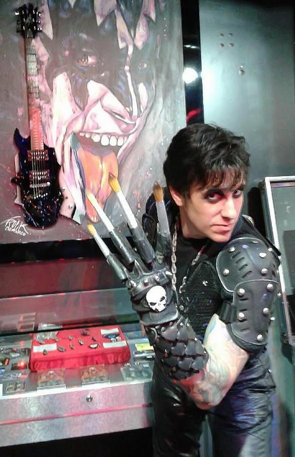 Rock and Roll Speed Painter Rock Demarco Paints KISS Live at KISS Mini Golf in Las Vegas