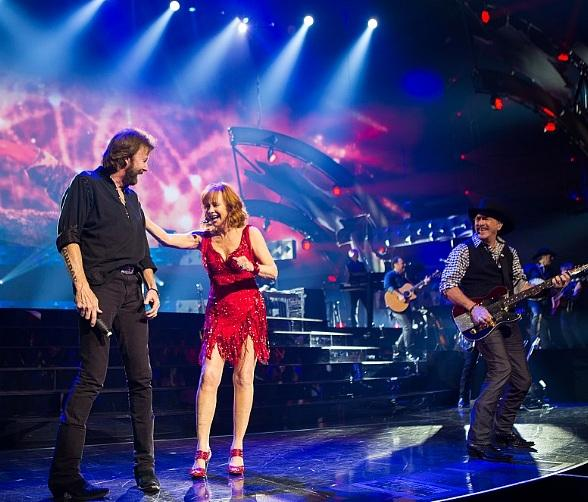 """Reba, Brooks & Dunn Announce 2019 Return for """"Together in Vegas"""" at The Colosseum at Caesars Palace"""
