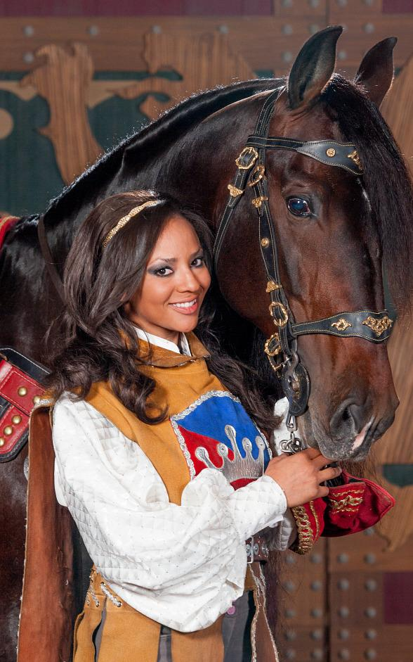 Tournament of Kings Introduces Iranda Dyer, First Female Horse Rider