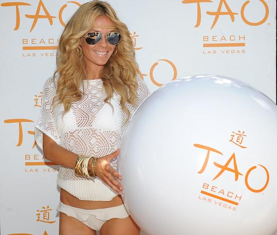 Jasmine Dustin hosts TAO Beach in celebration of her Role in Iron Man 2