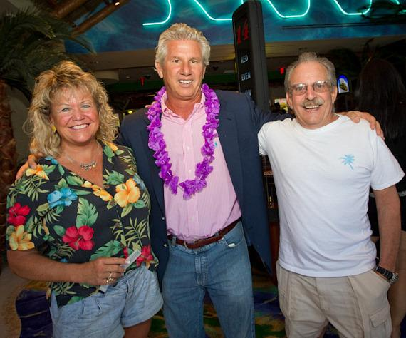 John Cohlan of Margaritaville Holdings with Jimmy Buffett ticket winners Ron and Linda