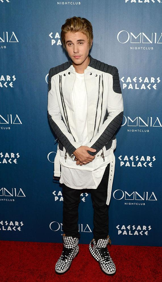 Justin Bieber walks the Red Carpet at OMNIA Nightclub in Las Vegas