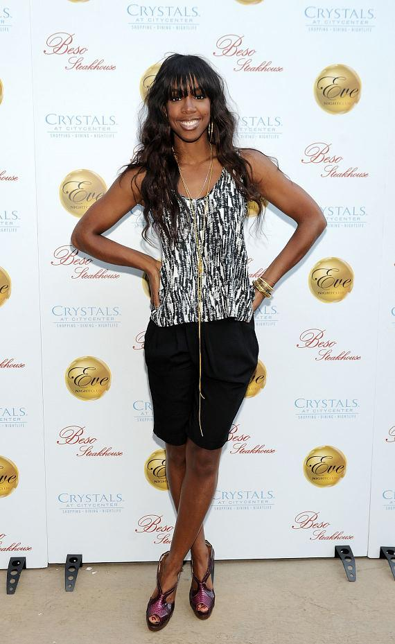 Kelly Rowland arrives at Eva Longoria's Beso Steakhouse at Crystals CityCenter in Las Vegas