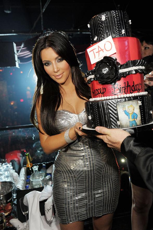 Kim Kardashian cake at TAO with FALLOUT: NEW VEGAS