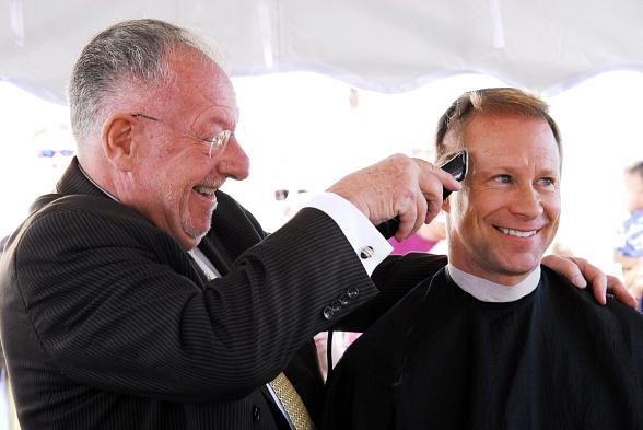 Klip It For Kidz - Mayor Oscar B Goodman Shaves CCCNs James Kilber in 2009