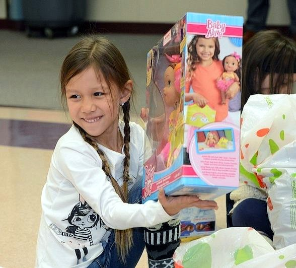 Las Vegas Hospitality Association Delivers 'Bags of Cheer' to more than 300 Children in Need