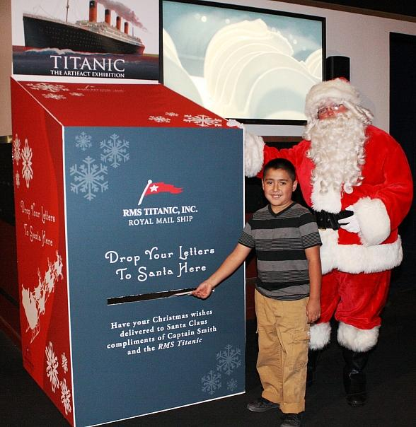 Boy drops letter in Santa's mailbox