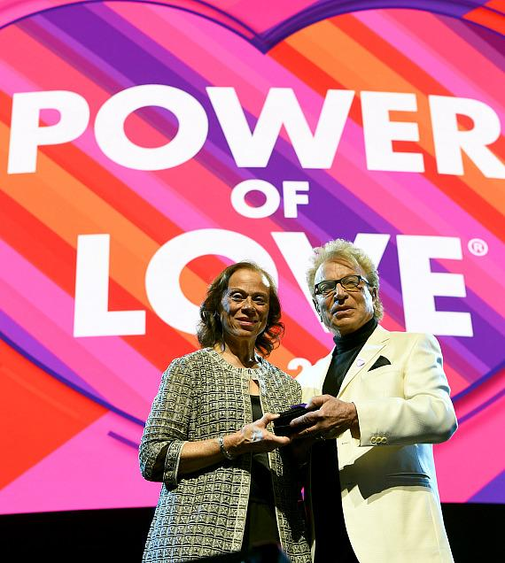 Lonnie Ali and Siegfried Fischbacher at Keep Memory Alive's 23rd Annual Power of Love Gala