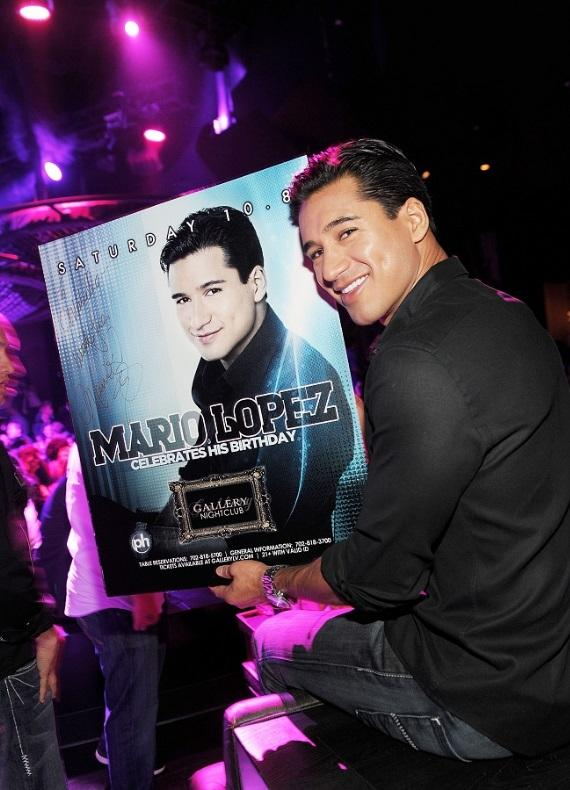 Mario Lopez signs autographs at Gallery nightclub
