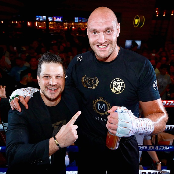 Tyson Fury Brings Heavyweight Show To Sin City To Defend
