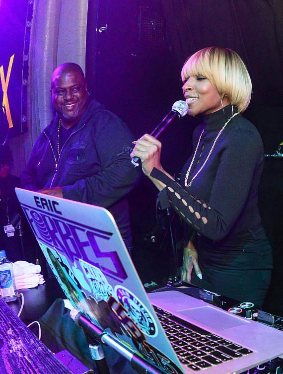 Mary J. Blige at LAX Nightclub inside Luxor Hotel and Casino