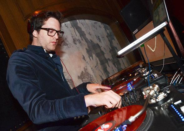 Mayer Hawthorne DJs at The Library at Marquee