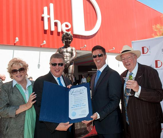 Mayor Carolyn Goodman, Derek and Greg Stevens, Oscar Goodman with Manneken Pis