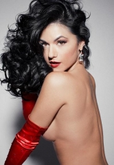 "Melody Sweets' Sizzling New Holiday Music Video ""Santa Maybe…"" Available Now"