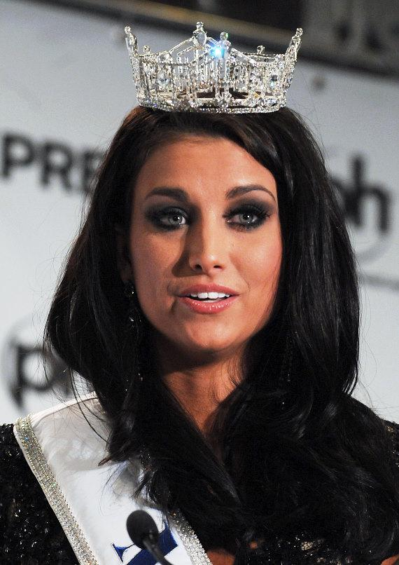Laura Kaeppeler, Miss America 2012, talks to the press