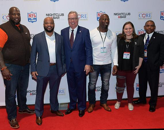 NFL analyst and former quarterback, Ron Jaworski (center, in blue suit)