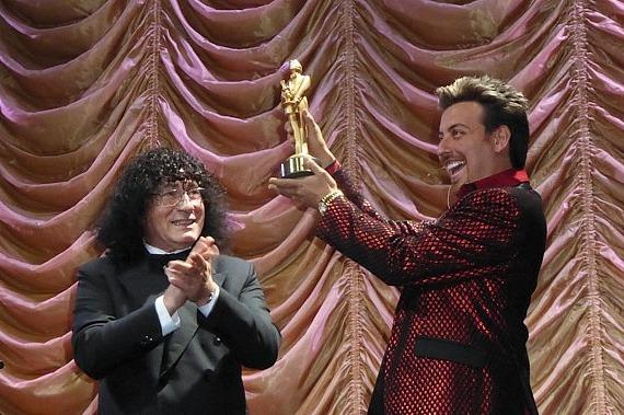 Tony Hassini presents Magician Tommy Wind with the coveted Merlin Award