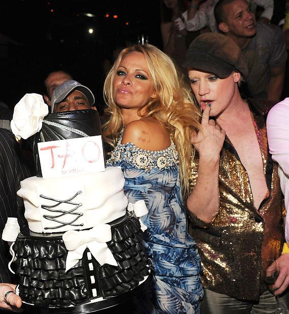 Pam Anderson and Richie Rich with cake at TAO
