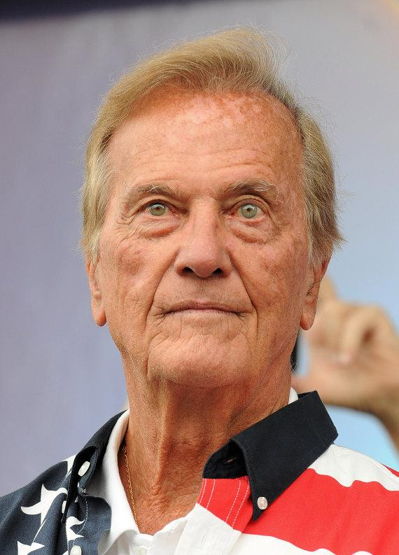 Singing legend Pat Boone kicks off Veterans Day Parade on Fremont Street