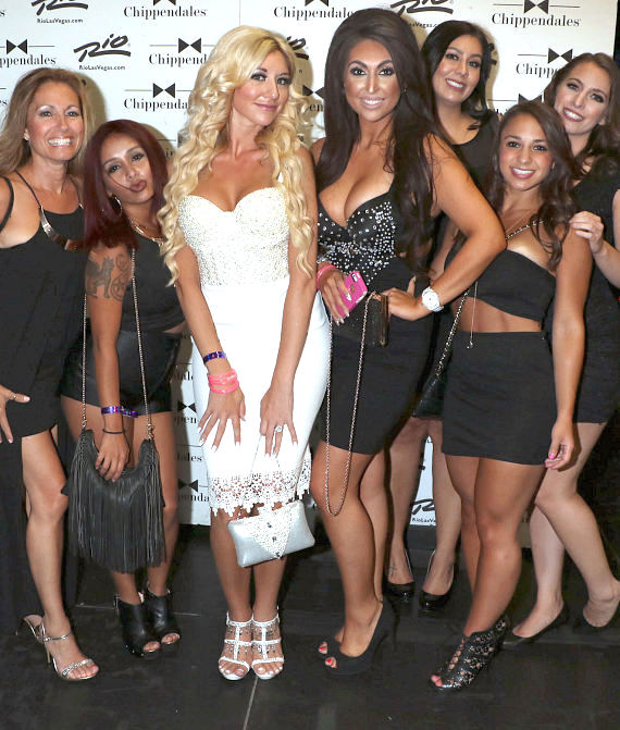 Nicole Polizzi (Snooki) with friends at Chippendales