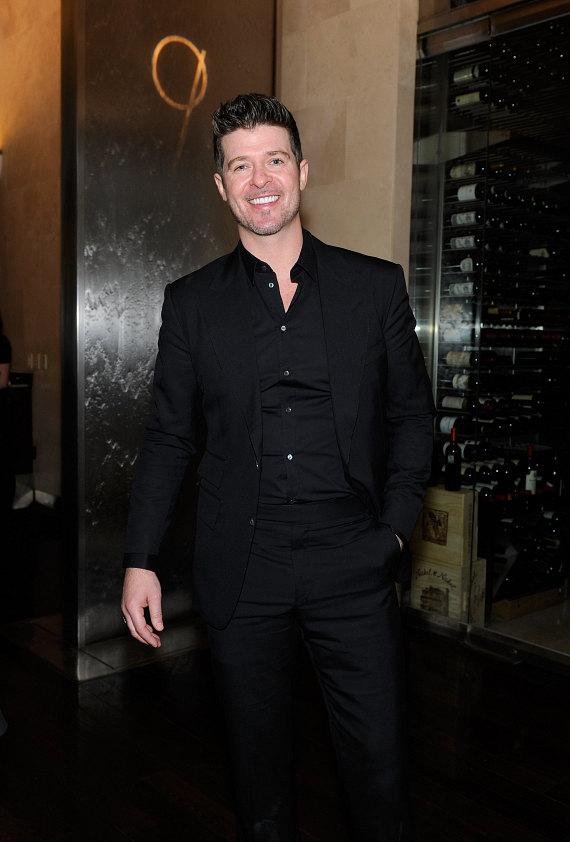 Robin Thicke dines at freshly remodeled N9NE Steakhouse inside Palms Casino Resort following concert inside The Pearl