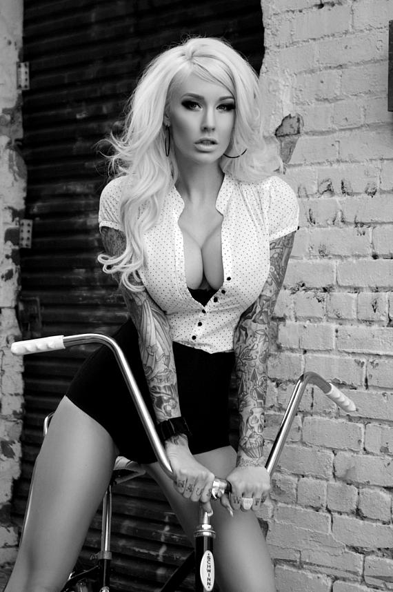 Sabina Kelley will be hosting a 2013 calendar autograph session on March 30