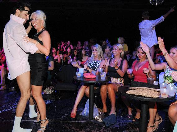 Sam & Billie and friends party with the Chippendales dancers in Las Vegas