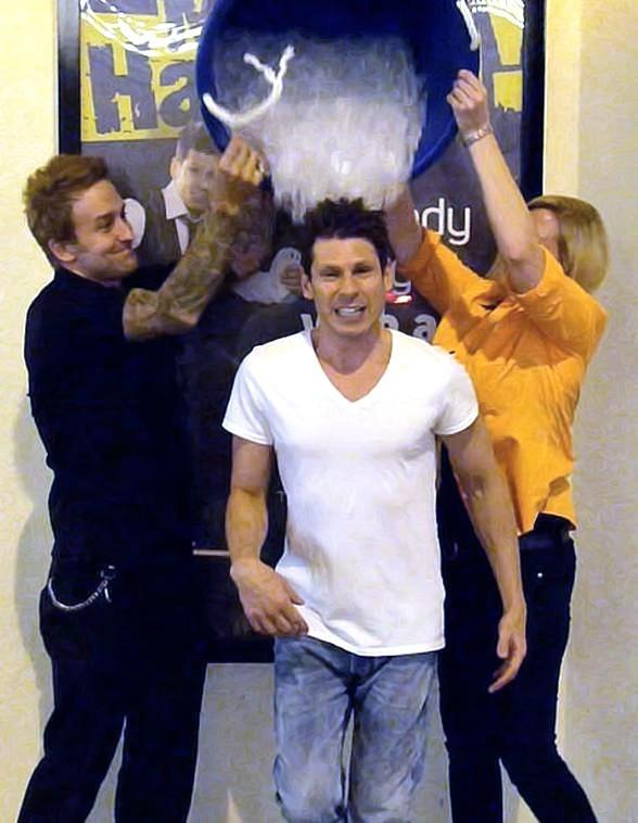 Comedy Magician Mike Hammer Takes the ALS Ice Bucket Challenge at Four Queens Hotel in Las Vegas