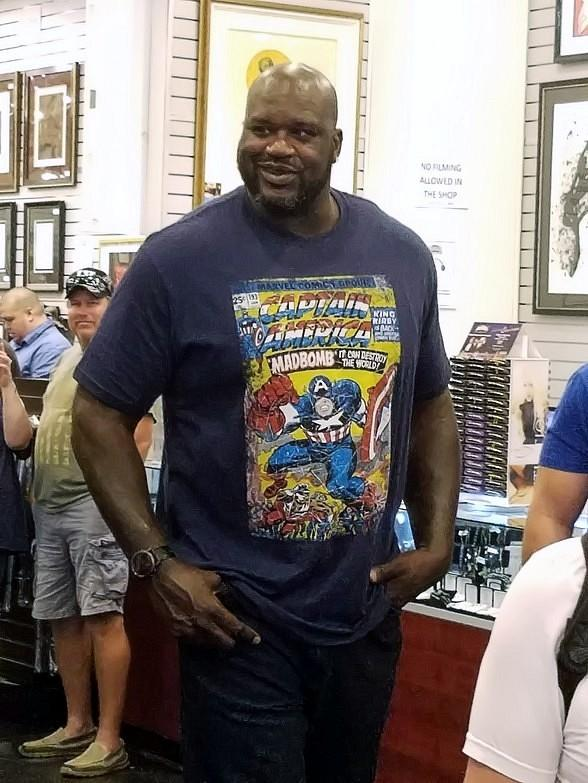 Shaquille O'Neal visits the World Famous Gold &  Silver Pawn Shop (