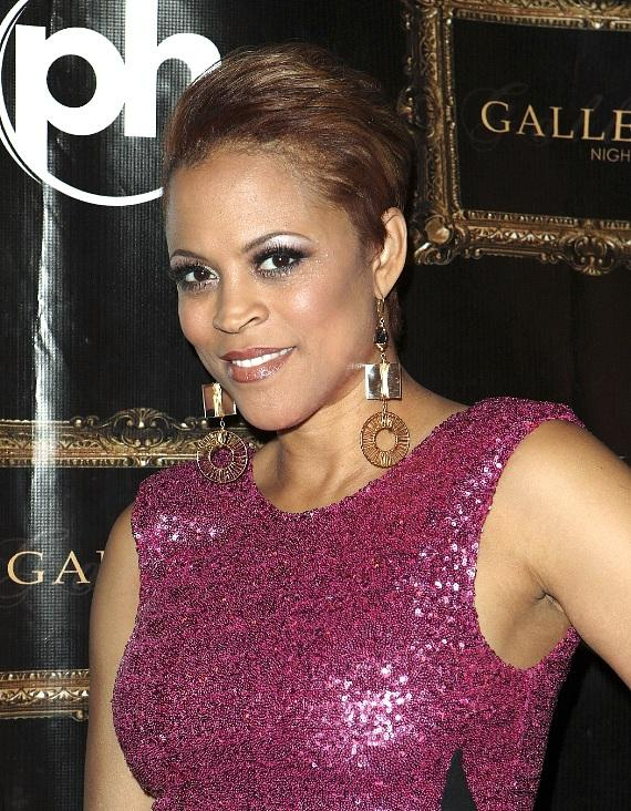 Shaunie O'Neil poses on the red carpet at Gallery Nightclub