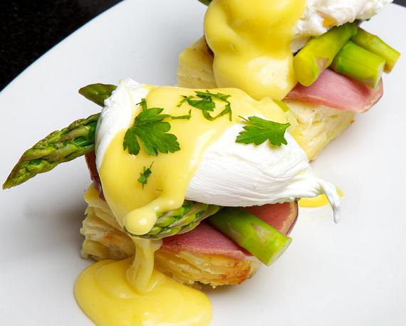 Sugar Factory's Eggs Benedict